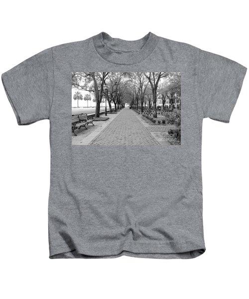Charleston Waterfront Park Walkway - Black And White Kids T-Shirt
