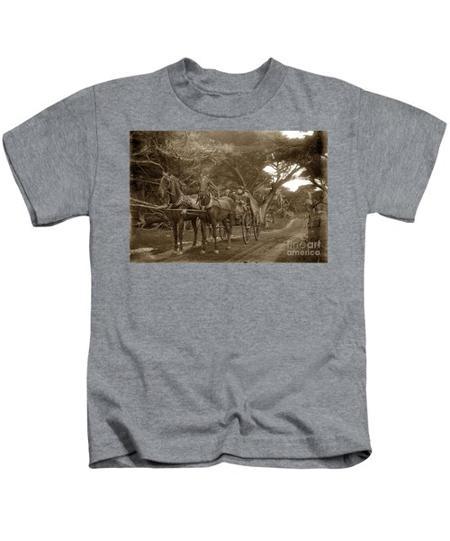 Family Out Carriage Ride On The 17 Mile Drive In Pebble Beach Circa 1895 Kids T-Shirt