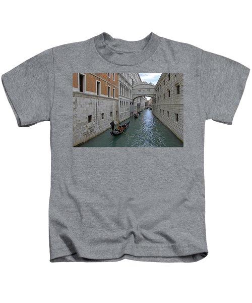 Gondolas Under Bridge Of Sighs Kids T-Shirt