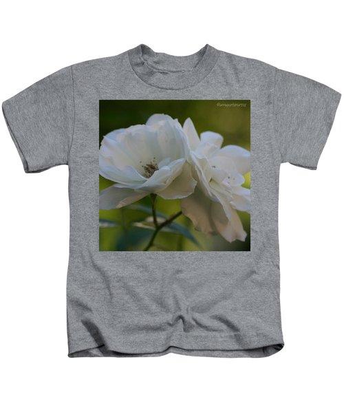 Lean On Me White Roses In Anna's Gardens Kids T-Shirt