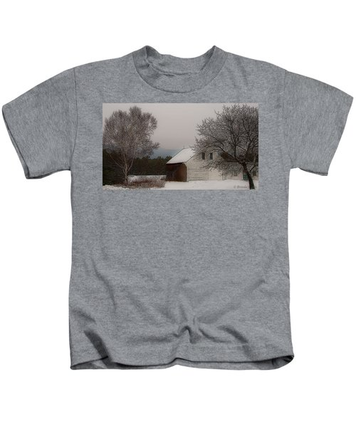 Melvin Village Barn In Winter Kids T-Shirt