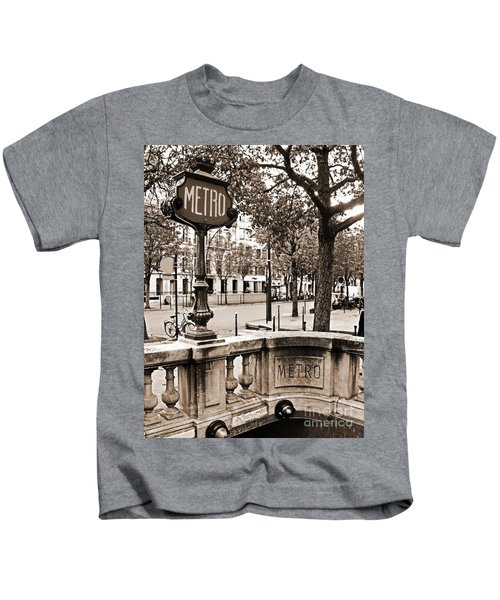 Metro Franklin Roosevelt - Paris - Vintage Sign And Streets Kids T-Shirt