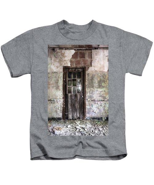 Old Door - Abandoned Building - Tea Kids T-Shirt