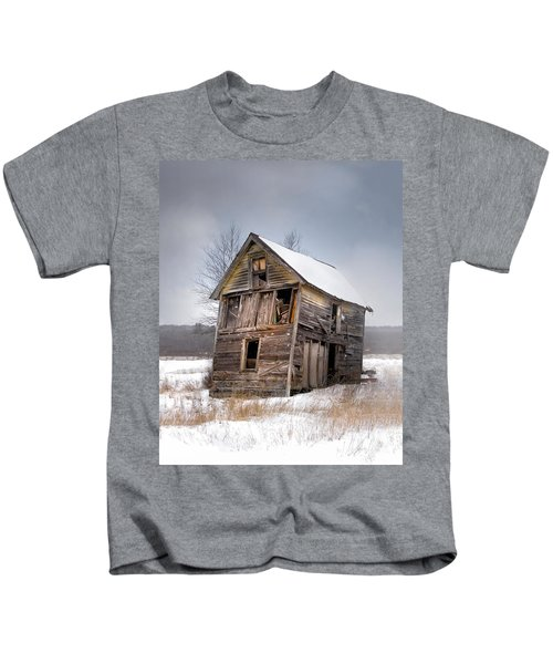 Portrait Of An Old Shack - Agriculural Buildings And Barns Kids T-Shirt