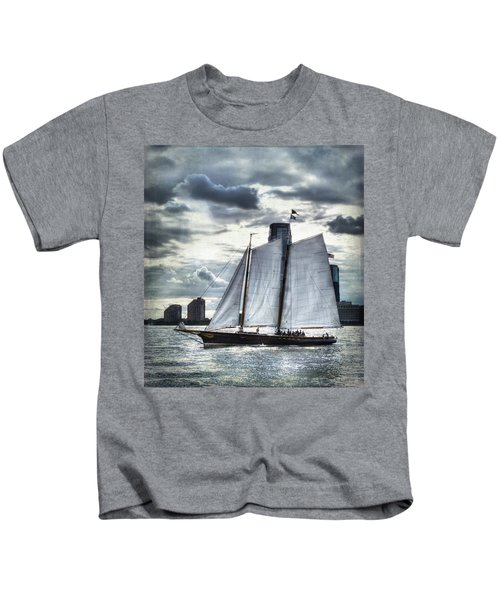 Sailing On The Hudson Kids T-Shirt