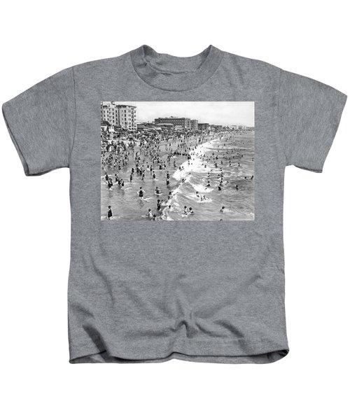 Santa Monica Beach In December Kids T-Shirt