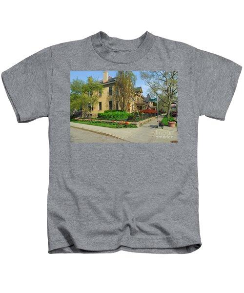 D47l-15 Victorian Village Photo Kids T-Shirt