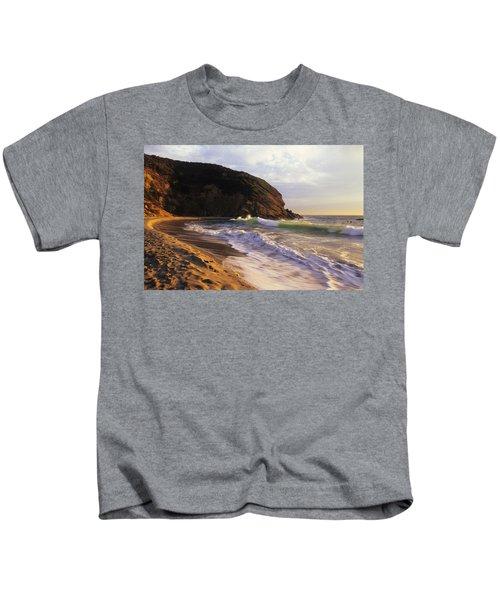 Winter Swells Strands Beach Kids T-Shirt