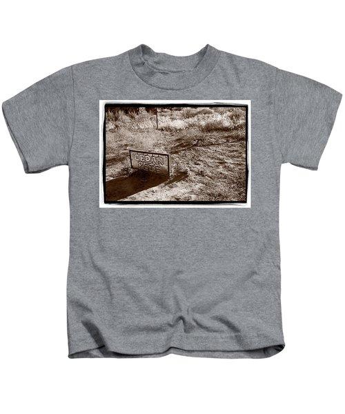 Cedar Pete Gravesite In Grafton Utah Kids T-Shirt