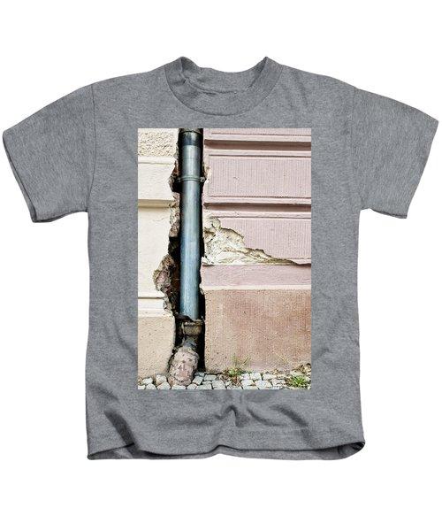 Crumbling Wall Kids T-Shirt