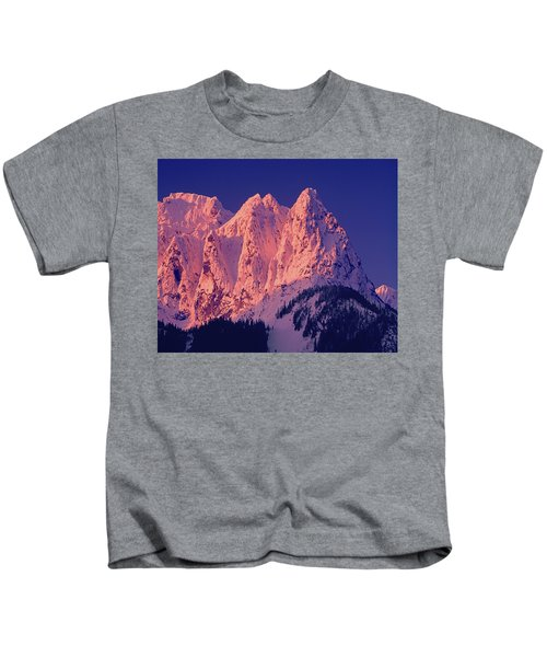 1m4503-a Three Peaks Of Mt. Index At Sunrise Kids T-Shirt