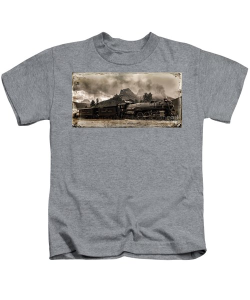 2816 Empress At Three Sisters - Canmore Kids T-Shirt