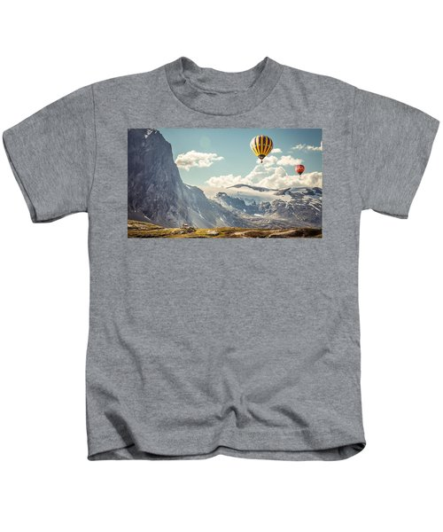 49971 Mountains Hot Air Balloons Kids T-Shirt