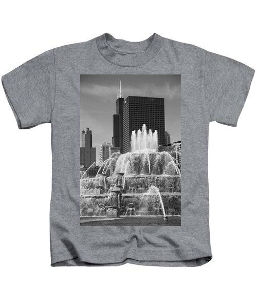 Chicago Skyline And Buckingham Fountain Kids T-Shirt