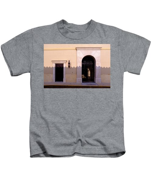 Archway In An Alley In Downtown Winter Park Florida Kids T-Shirt