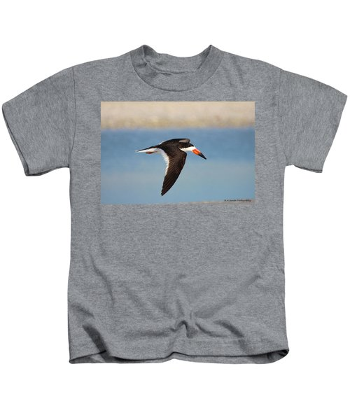 Black Skimmer In Flight Kids T-Shirt