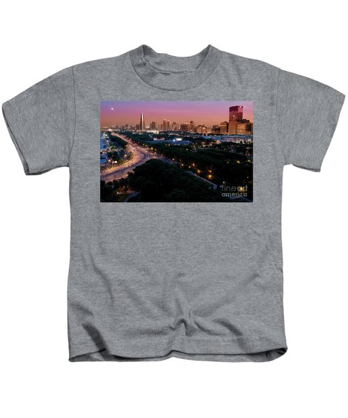 Chicago Independence Day At Night Kids T-Shirt