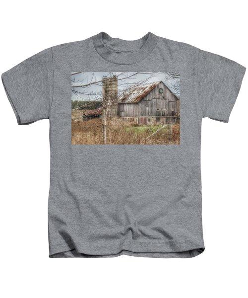 0008 - Churchill Christmas Barn Kids T-Shirt
