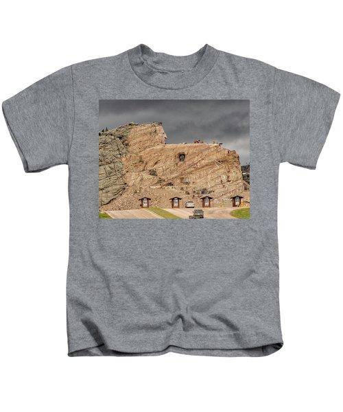 ...entrance Crazy Horse Memorial South Dakota.... Kids T-Shirt