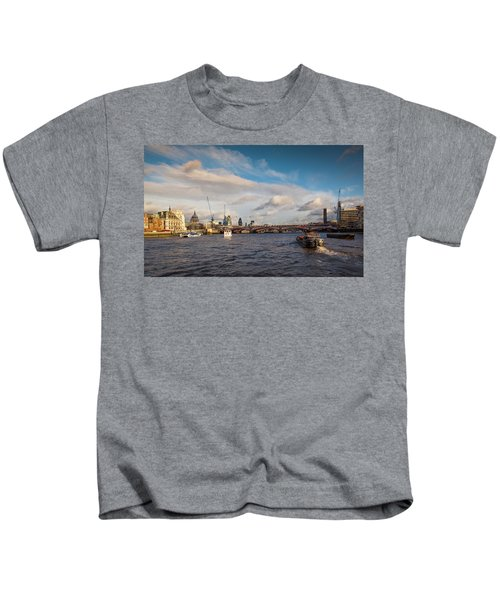 Cruise On The Thames Kids T-Shirt