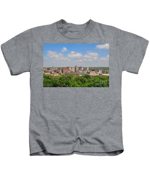 D39u118 Youngstown, Ohio Skyline Photo Kids T-Shirt