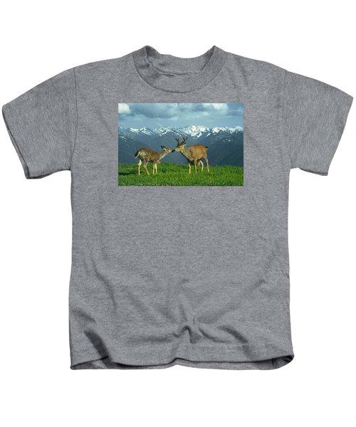 Ma-181-deer In Love  Kids T-Shirt