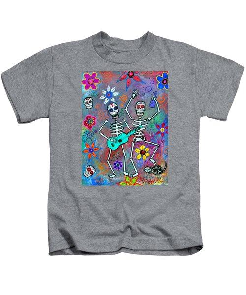Disfrutando De La Vida Kids T-Shirt