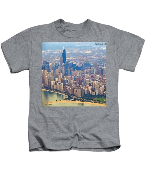 Going In For A Landing At #chicago Kids T-Shirt