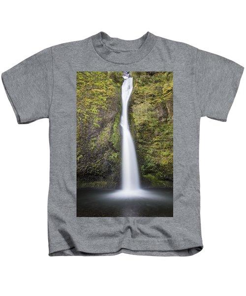 Horsetail Falls In Oregon With Splash Kids T-Shirt