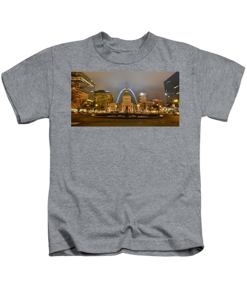 Kiener Plaza And The Gateway Arch Kids T-Shirt