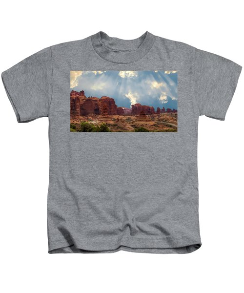 Land Of The Giants Kids T-Shirt