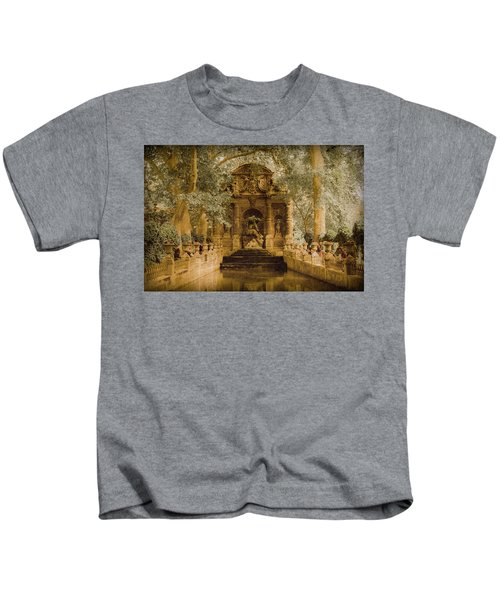 Paris, France - Medici Fountain Oldstyle Kids T-Shirt