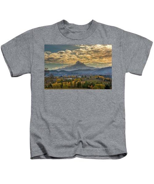 Mount Hood Over Farmland In Hood River In Fall Kids T-Shirt