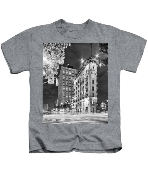 Night Photograph Of The Flatiron Or Saunders Triangle Building - Downtown Fort Worth - Texas Kids T-Shirt