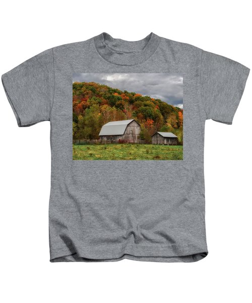 Old Barns Of Beauty In Ohio  Kids T-Shirt