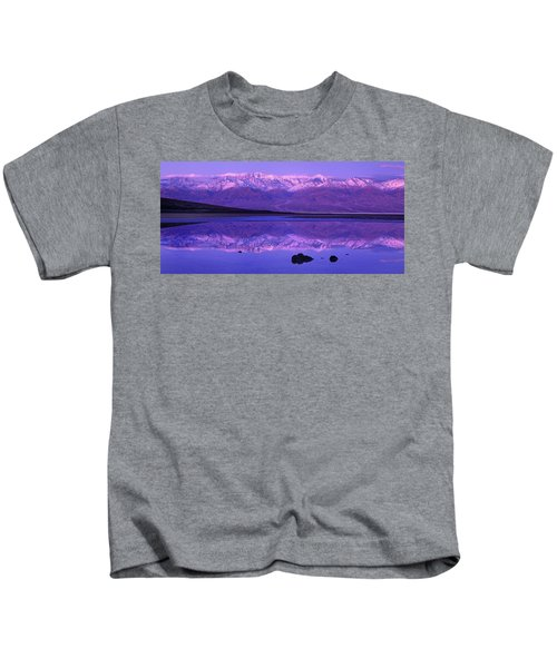 Panorama Badwater And The Panamint Range At Sunrise Death Valley Kids T-Shirt