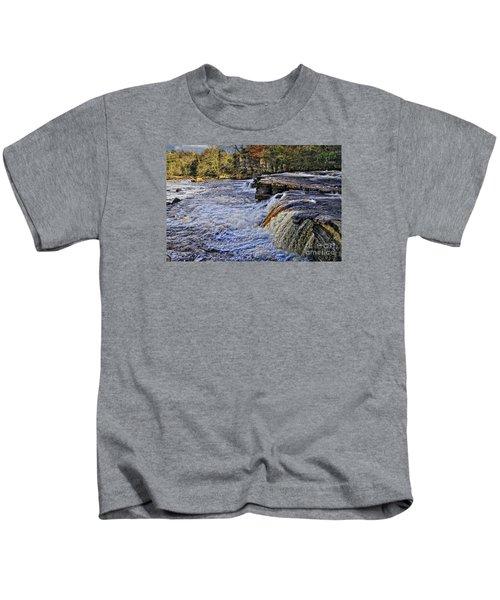 River Swale At Richmond Yorkshire Kids T-Shirt