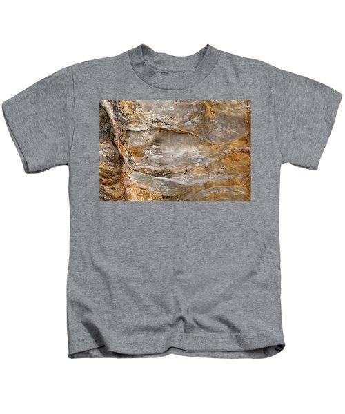 Sandstone Formation Number 2 At Starved Rock State Kids T-Shirt