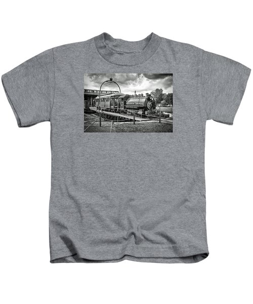 Savannah Central Steam Engine On Turn Table Kids T-Shirt