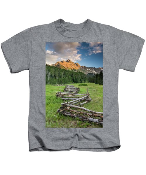 Sneffels Fence Vertical Kids T-Shirt