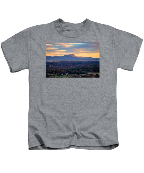 Sugarloaf View, South Deerfield, Ma Kids T-Shirt