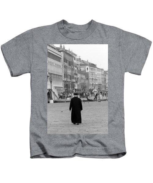 Venetian Priest And Gondola Kids T-Shirt