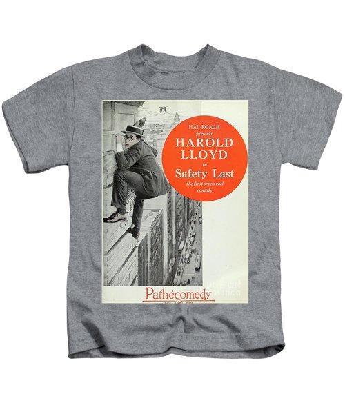 Vintage Movie Posters, Harold Lloyd In Safety Last Kids T-Shirt
