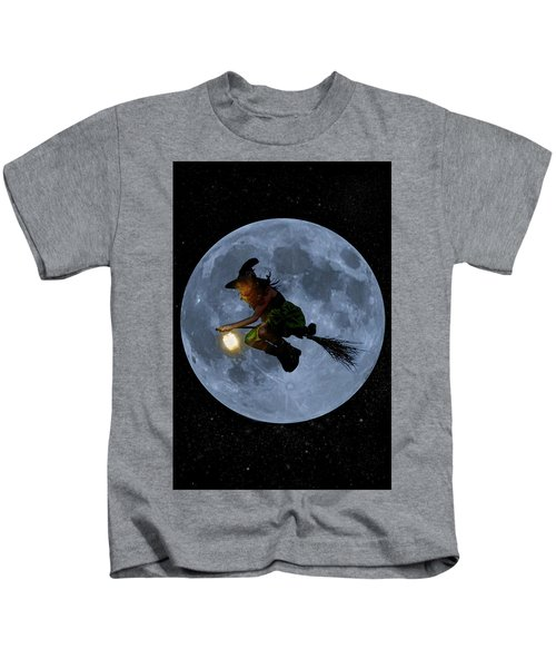 Witch Flying At Full Moon. Kids T-Shirt