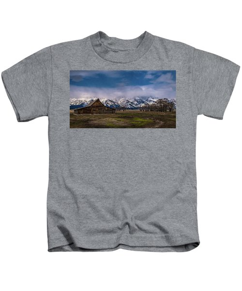 Barn At Mormon Row Kids T-Shirt