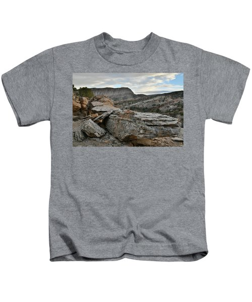 Colorful Overhang In Colorado National Monument Kids T-Shirt