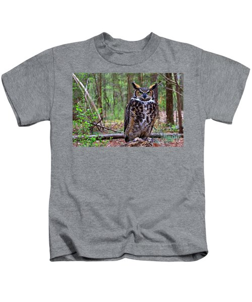 Great Horned Owl Standing On A Tree Log Kids T-Shirt