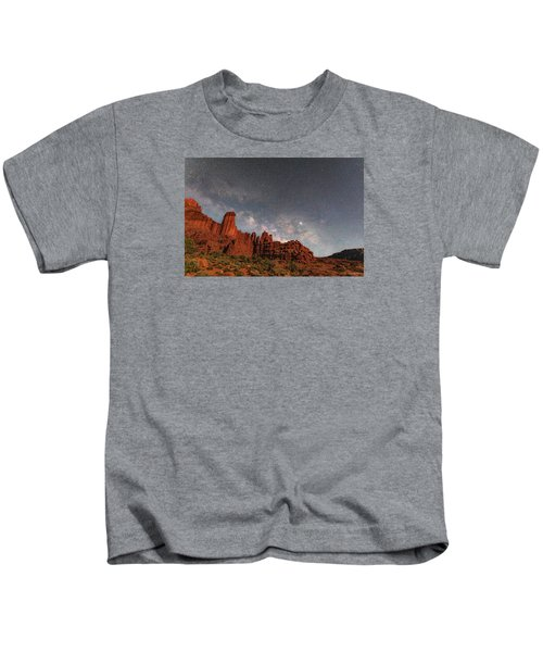 Milky Way Over Fisher Towers Kids T-Shirt