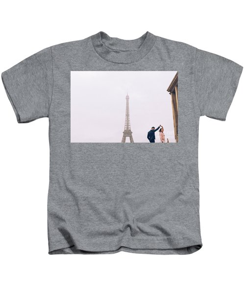 Newly-wed Couple On Their Honeymoon In Paris, Loving Having A Date Near The Eiffel Tower Kids T-Shirt
