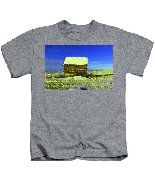 Old Barn In Winter Kids T-Shirt